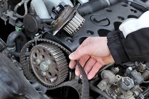 Replacing timing belt at camshaft of modern engine