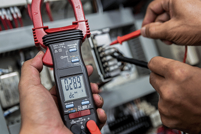 Test car fuse with multimeter